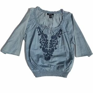 STYLE & CO Chambray Peasant Top w Embroidery Med